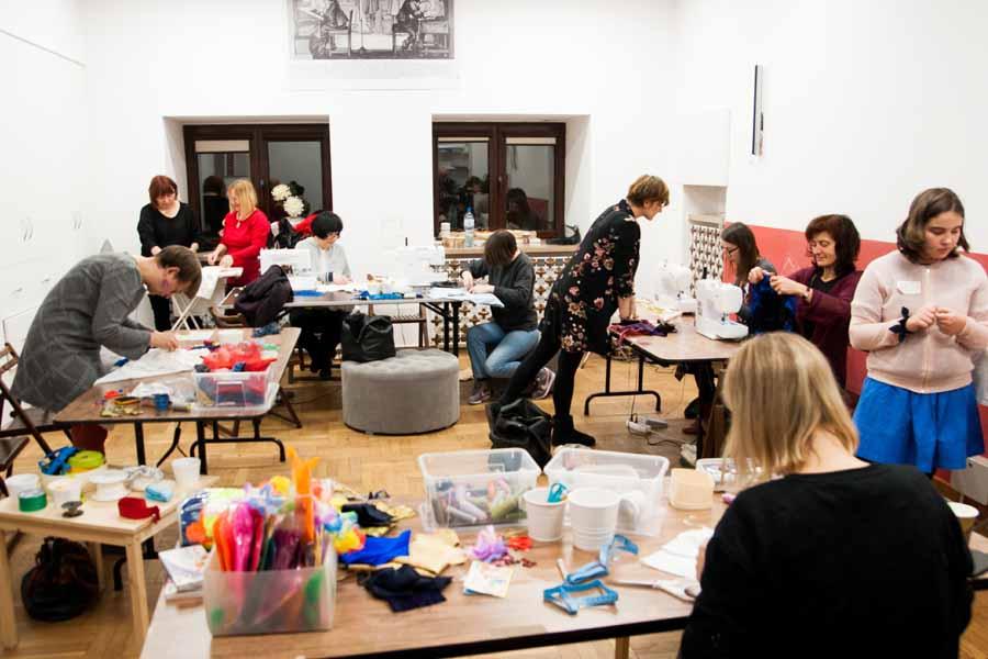 Warsztaty kreatywnego przerabiania tshirtu w Muzeum Narodowym - Szycia Przeszycia Uczą Szycia
