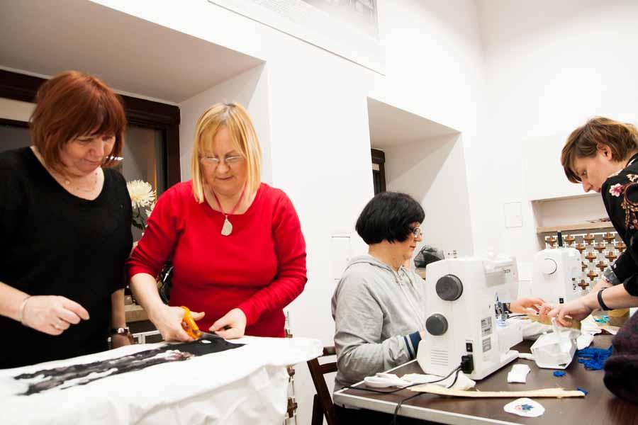 Warsztaty w Galerii Wzornictwa Polskiego - Szycia Przeszycia Uczą Szycia